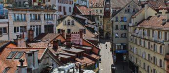 Vue des toits dans le quartier de la rue de Bourg. Lausanne